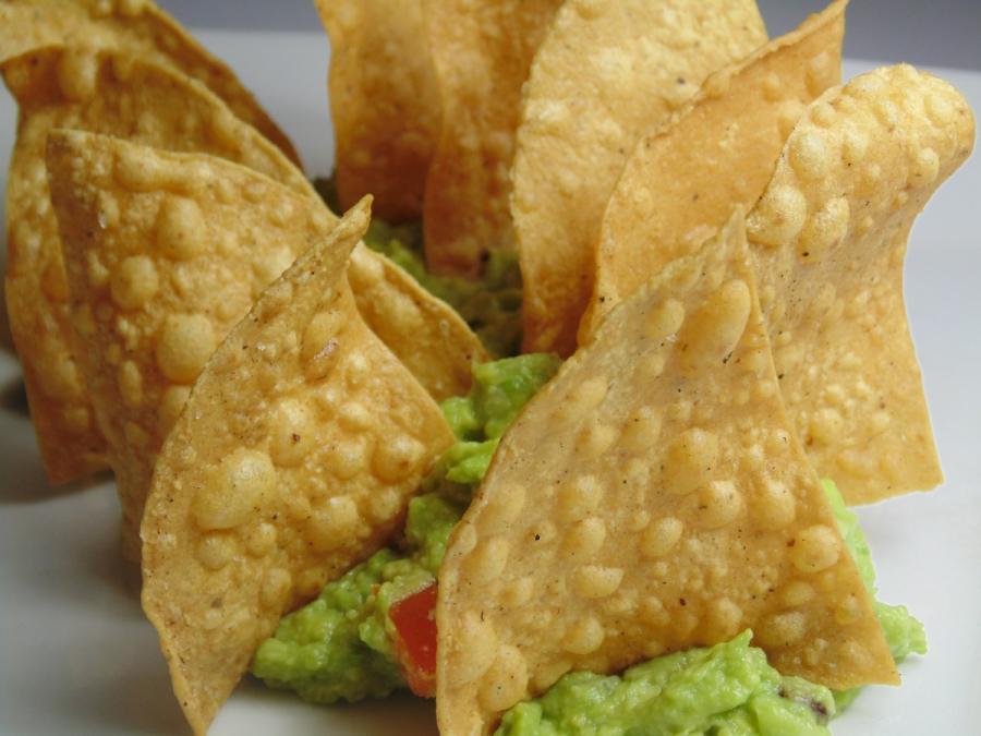 Recetas de aperitivos internaciones: Guacamole con totopos