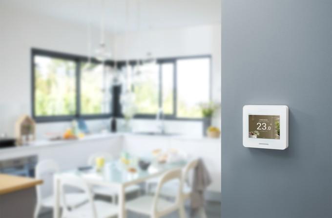 Schneider Electric presenta Wiser Home Touch, el dispositivo inteligente que permite controlar todos los dispositivos del hogar