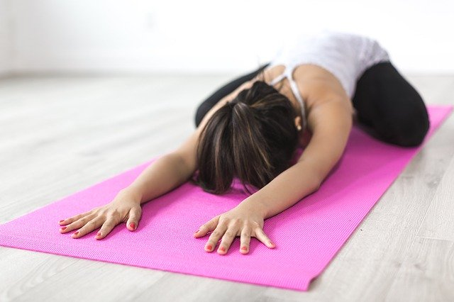 ejercicios de yoga para hacer en casa y fortalecer el suelo pélvico