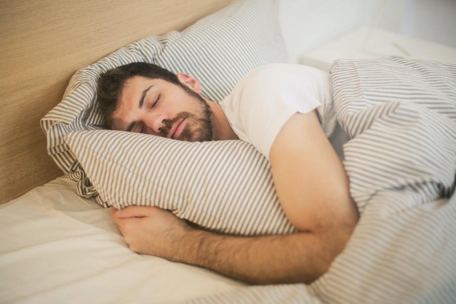 7 hábitos y malas prácticas del día a día que impiden descansar