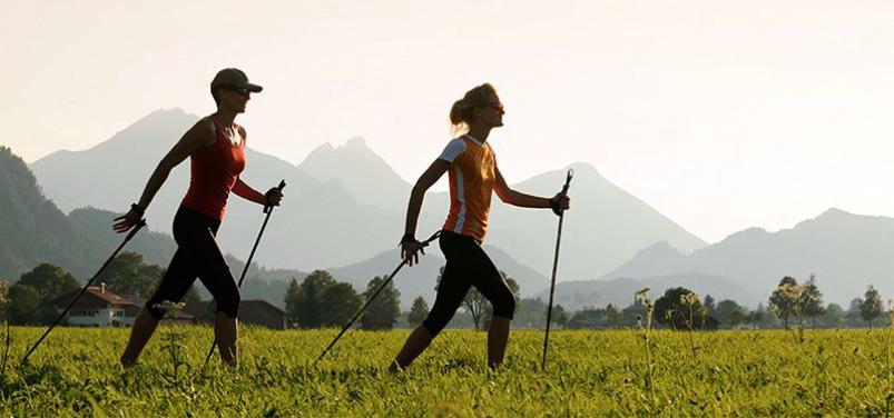 terapia Nordic Walking con múltiples beneficios para la salud mental y física