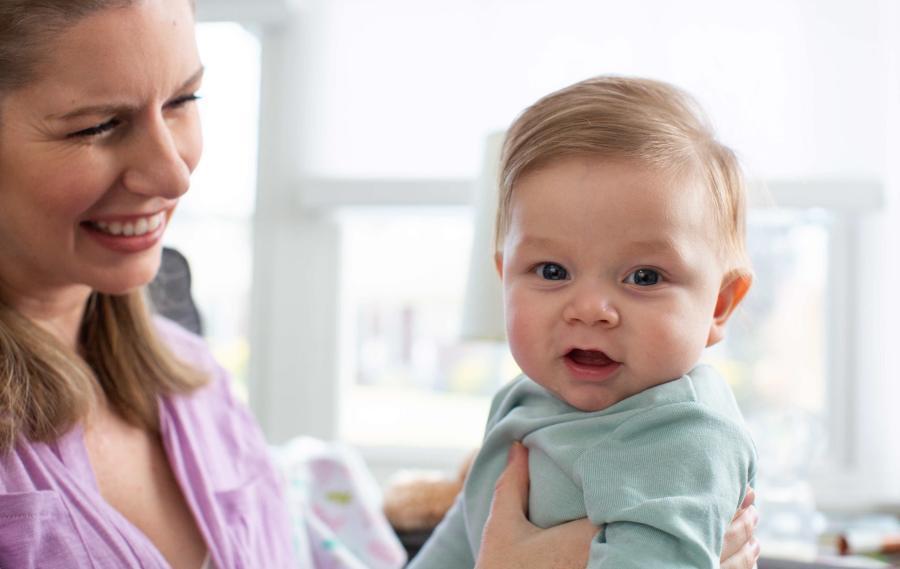 Qué cosméticos regalar a una mamá primeriza