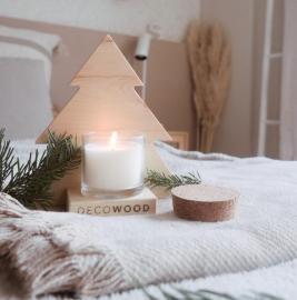 Decowood propone decorar esta Navidad con un árbol sostenible y solidario