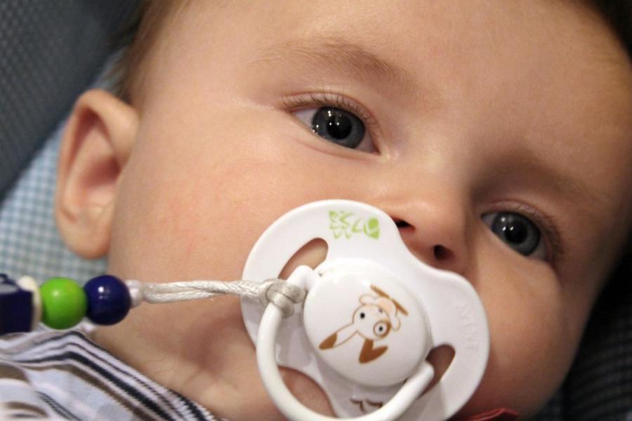 Cómo escoger el chupete perfecto para nuestro bebé