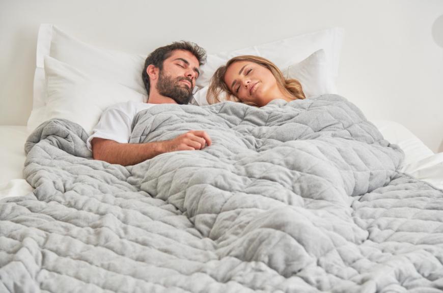 Las mantas pesadas pueden reducir hasta en más del 50% la severidad del insomnio