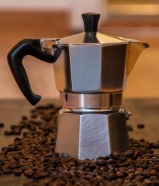 Diferencias entre el cafe de cápsulas y el de cafetera italiana según Cafeteraitaliana.pro