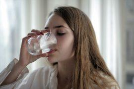 decálogo con las ventajas y los beneficios de beber agua