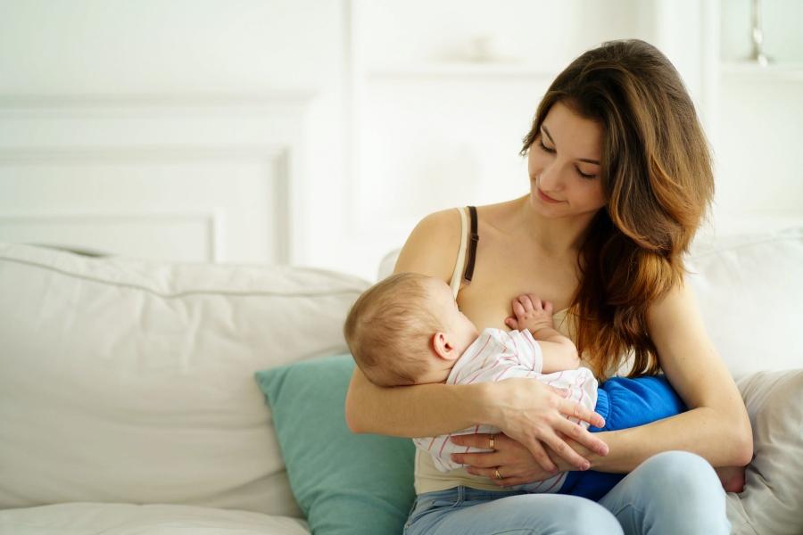 Siete tips para cuidar el pecho tras el parto